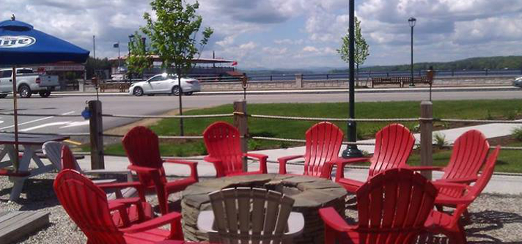 the lost lobstah naples maine outdoor seating area